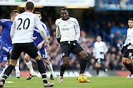 Romelu Lukaku of Everton passes the ball to Ross Barkley of Everton. Barclays Premier league match, Chelsea v Everton at Stamford Bridge in London on Saturday 16th January 2016.<br /> pic by John Patrick Fletcher, Andrew Orchard sports photography.