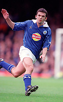Callum Davidson - Leicester. Leicester City v Manchester United. FA Premiership, 14/10/00. Credit: Colorsport / Andrew Cowie.