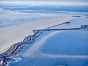 Nederland, Noord-Holland, Gemeente Waterland, 13-02-2021; Kinselmeerzicht: Uitdammerdijk en Kinselmeer, links IJmeer / IJsselmeer. Schaatsers op de veenplas het Kinselmeer.<br /> Kinselmeerzicht: Uitdammerdijk and Kinselmeer, left IJmeer / IJsselmeer. Skaters on the peat lake the Kinselmeer.<br /> <br /> luchtfoto (toeslag op standaard tarieven);<br /> aerial photo (additional fee required)<br /> copyright © 2021 foto/photo Siebe Swart