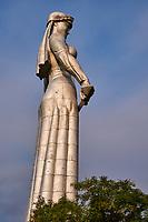 Georgie, Caucase, Tbilissi, vieille ville, le monument Kartlis Deda ou Mère de Géorgie sur la colline Sololaki est le symbole de la ville // Georgia, Caucasus, Tbilisi, old city, statue of Kartlis Deda, Mother of Kartli or Mother of Georgia