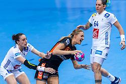 14-12-2018 FRA: Women European Handball Championships France - Netherlands, Paris<br /> Second semi final France - Netherlands / Kelly Dulfer #18 of Netherlands