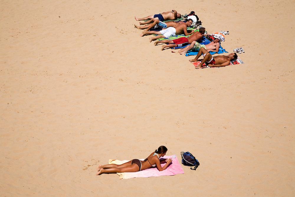 30 / Julio / 2008  Santander<br /> Jovenes en la Playa de la Magdalena / JOAN COSTA