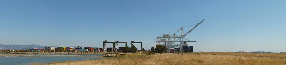 Port of Oakland Shipping Cranes. (62067 x 14283 pixels)