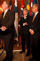 20 OCT 1999, BERLIN/GERMANY:<br /> Joschka Fischer, B90/Grüne, Bundesaußenminister, während einem Pressestatement zum Treffen mit den Außenministern der Nordischen Staaten Europas, links: Halldör Asgrimsson, AM Island, rechts: Knut Vollebaek, AM Norwegen, Pacelliallee, Berlin-Dahlem <br /> IMAGE: 19991020-02/01-30