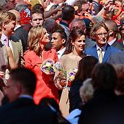 NLD/Weert/20110430 - Koninginnedag 2011 in Weert, Maxima en partner Willem - Alexander, Anita van Eijk, Annet Sekreve en partnner Bernhard Jr. en Pieter - Christiaan