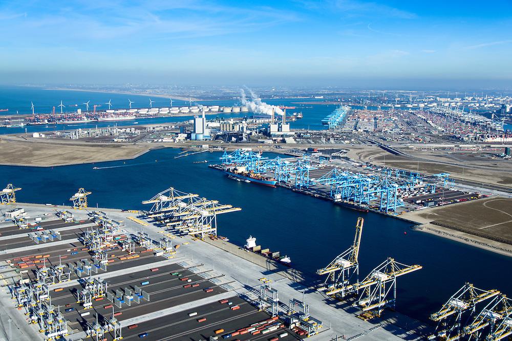 Nederland, Zuid-Holland, Rotterdam, 18-02-2015; Prinsessenhavenweg, Tweede Maasvlakte met Prinses Amaliahaven en Prinses Arianehaven. Containerterminals van Rotterdam World Gateway (RWG) en APM Terminals Rotterdam-MV II (APMT), met de blauwe kranen. In de achtergrond Maasvlakte I met onder andere centrales E.ON en European Container Terminal ECT.<br /> Maasvlakte 2 (MV2), extension of the Port of Rotterdam, new harbors and constructing of container terminals.<br /> <br /> luchtfoto (toeslag op standard tarieven);<br /> aerial photo (additional fee required);<br /> copyright foto/photo Siebe Swart