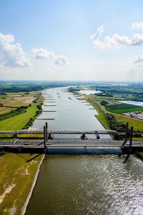 Nederland, Gelderland, Zaltbommel, 26-06-2014; bruggen over de rivier de Waal bij Zaltbommel.  Naast de spoorbrug, spoorlijn Utrecht - Den Bosch, de Martinus Nijhofbrug voor autoverkeer op rijksweg A2.<br /> Bridges over the River Waal. Railway bridge, railway line Utrecht - Den Bosch and the Martinus Nijhof bridge, motorway A2.<br /> luchtfoto (toeslag op standaard tarieven);<br /> aerial photo (additional fee required);<br /> copyright foto/photo Siebe Swart.