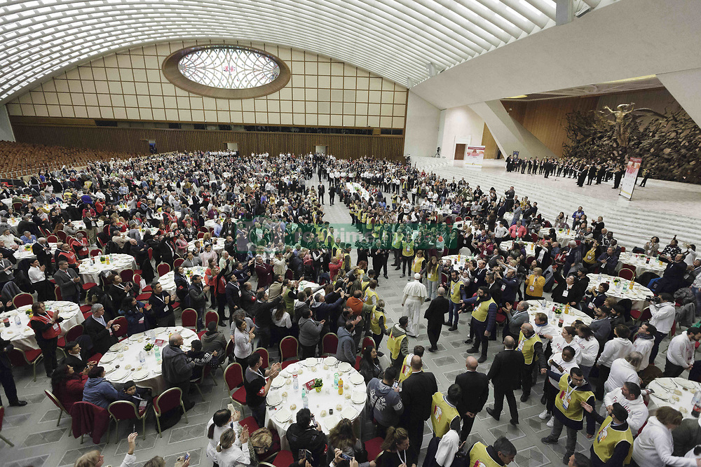 November 18, 2018 - Vatican City, Vatican - Pope Francis offers to several hundred poor people, homeless, migrants, unemployed a lunch on Sunday as he celebrates the World Day of the Poor in St. Peter's Basilica in Vatican City, Vatican on November 18, 2018. (Credit Image: © Giuseppe Ciccia/Pacific Press via ZUMA Wire)