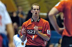 26-02-2005;VOLLEYBAL;FINAL 4 BEKER;PIET ZOOMERS DYNAMO-ORTEC NESSELANDE;AMSTELVEEN<br /> <br /> Nesselande wint in vier sets en plaatst zich voor de finale - <br /> <br /> <br /> <br /> ©2005-WWW.FOTOHOOGENDOORN.NL