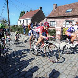 03-04-2016: Wielrennen: Ronde van Vlaanderen vrouwen: Oudenaarde  <br />OUDENAARDE (BEL) cycling  The sixth race in the UCI Womensworldtour is the ronde van Vlaanderen. A race over the famous Flemish climbs.<br />(163) Sofie de Vuyst, (266) Claire Rose