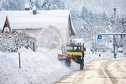 THEMENBILD - Nach dem Einsturz einer Halle in Lienz aufgrund der Schneemassen und einigen Lawinenabgängen auf Straßen hat sich am Sonntagvormittag die Situation in Osttirol leicht entspannt. Die massiven Schneefälle haben aufgehört. Situation an der B108 Felbertauernstrasse bei St. Johann im Walde in Osttirol, Österreich am Sonntag, 3. Januar 2021 // After the collapse of a hall in Lienz due to the masses of snow and some avalanches on roads, the situation in East Tyrol has eased slightly on Sunday morning. The massive snowfalls have stopped. Situation on the B108 Felbertauern road near St. Johann im Walde in East Tyrol, Austria on Sunday, January 3, 2021. EXPA Pictures © 2021, PhotoCredit: EXPA/ Johann Groder
