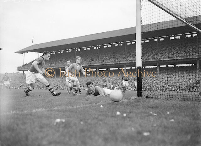 The ball goes wide for Kerry during the All Ireland Senior Football Championship Final, Armagh v Kerry in Croke Park on 27th September 1953, Kerry 0-13, Armagh 1-06.
