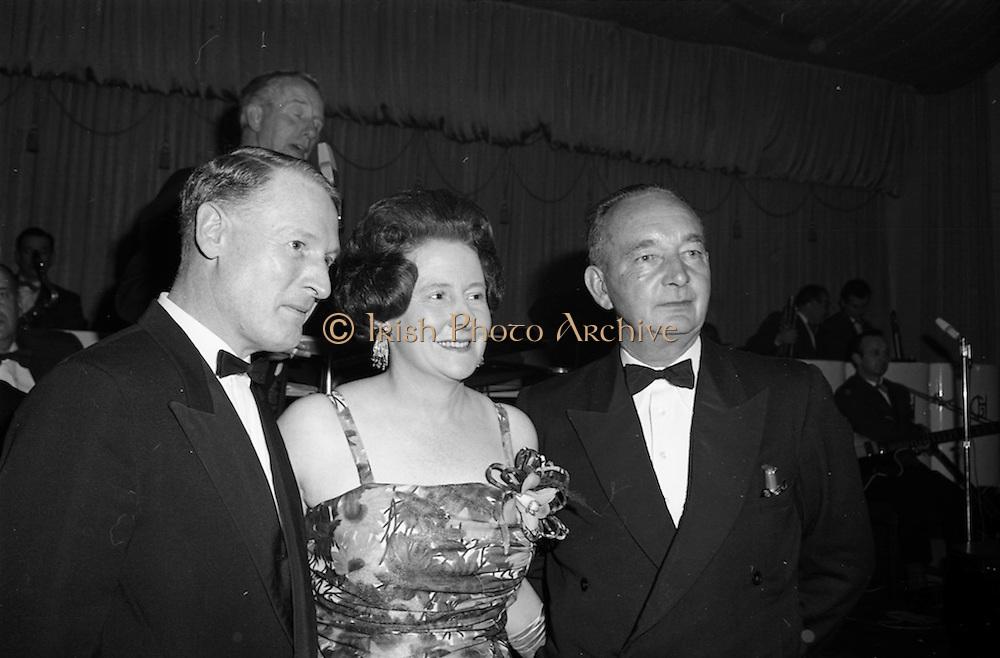 28/04/1965<br /> 04/28/1965<br /> 28 April 1965<br /> Festival of Kerry Dublin Ball at the Gresham Hotel, Dublin. Photo shows (l-r): Mr. Tim Denehy, former Chairman, Dublin Committee; Mrs Nanette Barrett, Chairman , Dublin Committee and her husband Mr. Tommy Barrett.
