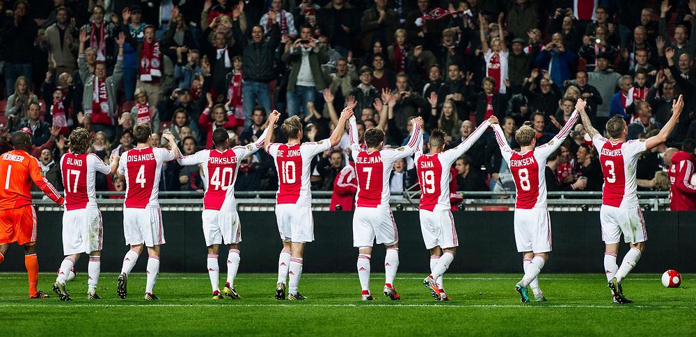 Nederland. Amsterdam, 29-09-2012. Foto: Patrick Post.  Ajax-Twente. Uitslag: 1-0. De Ajacieden bedanken het publiek na de met 1-0 gewonnen wedstrijd door een doelpunt van Christian Eriksen.