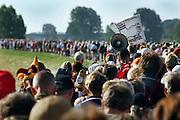 Nederland, Nijmegen, 21-7-2005<br /> Vierdaagse, 4daagse. Op de dijk langs de Maas bij Molenhoek. Derde, Groesbeek dag. Wandelen, wandelsport, recreatie, conditie, bewegen, beweging, lopen. <br /> Foto: Flip Franssen/Hollandse Hoogte