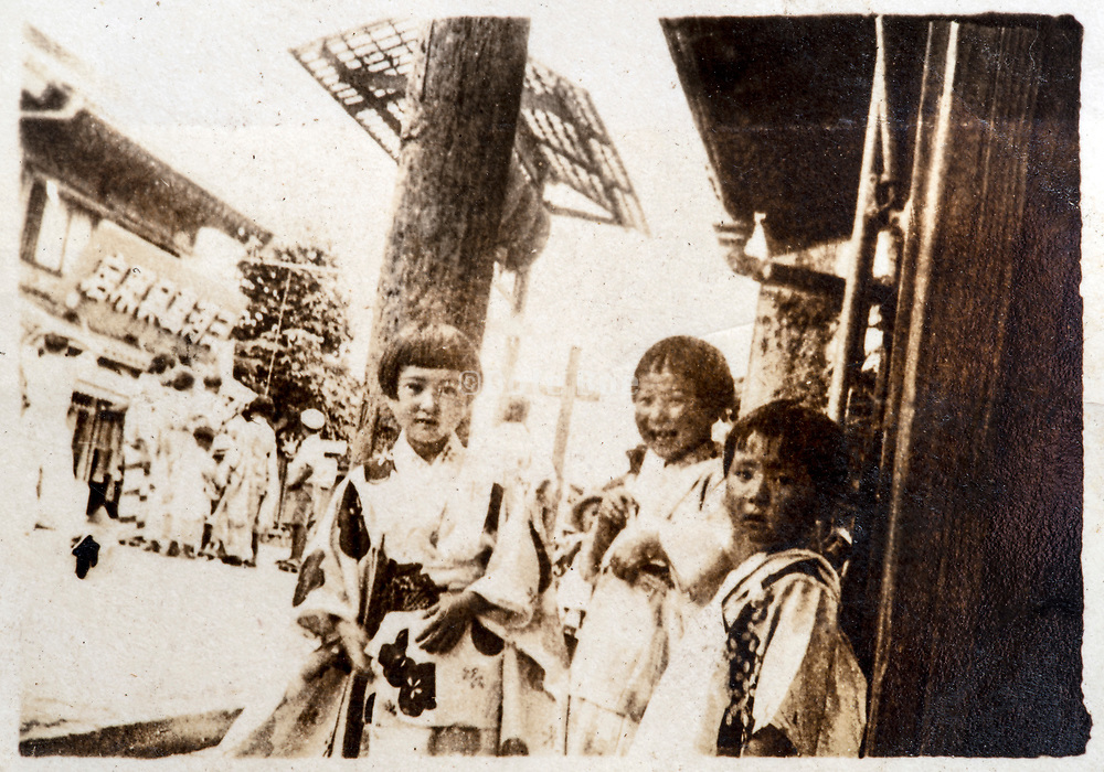 happy little children in kimono Japan ca 1930s