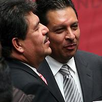 Toluca,  Mex -  Roberto Espiridion Sanchez Pompa, dirigente del SMSEM durante la presentacion del Plan de  Desarrollo Estatal 2011-2017 del gobernador Eruviel Avila Villegas.   Agencia MVT / Jose Hernadez