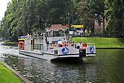 Giżycko, 2007-08-06. Statek wycieczkowy na kanale Łuczańskim