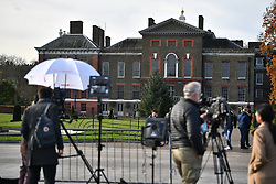 © Licensed to London News Pictures. 27/11/2017. London, UK. Media   gather at Kensington Palace in London following an announcement by Clarence House that Prince Harry is engaged to his partner Meghan Markle. They will be married in the Spring of 2018. Photo credit: Ben Cawthra/LNP