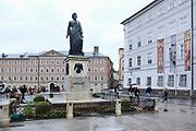 Oostenrijk, Salzburg, 1-6-2013 In de altstat,de oude historische binnenstad staat een standbeeld van de klassieke componist Wolfgang Amadeus Mozart. Foto: ANP/ Hollandse Hoogte/ Flip Franssen