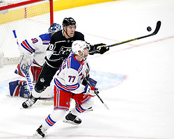 LOS ANGELES, Jan. 22, 2018  Los Angeles Kings' forward Tanner Pearson (C) vies with New York Rangers' defenseman Tony DeAngelo (Front) during a 2017-2018 NHL hockey game in Los Angeles, the United States, on Jan. 21, 2018. Los Angeles Kings won 4-2. (Credit Image: © Zhao Hanrong/Xinhua via ZUMA Wire)