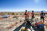Robert Braam valt met hoge snelheid tijdens een recordpoging met de VeloX V. Het Human Power Team Delft en Amsterdam (HPT), dat bestaat uit studenten van de TU Delft en de VU Amsterdam, is in Amerika om te proberen het record snelfietsen te verbreken. Momenteel zijn zij recordhouder, in 2013 reed Sebastiaan Bowier 133,78 km/h in de VeloX3. In Battle Mountain (Nevada) wordt ieder jaar de World Human Powered Speed Challenge gehouden. Tijdens deze wedstrijd wordt geprobeerd zo hard mogelijk te fietsen op pure menskracht. Ze halen snelheden tot 133 km/h. De deelnemers bestaan zowel uit teams van universiteiten als uit hobbyisten. Met de gestroomlijnde fietsen willen ze laten zien wat mogelijk is met menskracht. De speciale ligfietsen kunnen gezien worden als de Formule 1 van het fietsen. De kennis die wordt opgedaan wordt ook gebruikt om duurzaam vervoer verder te ontwikkelen.<br /> <br /> Robert Braam crashes at high speed with the VeloX V. The Human Power Team Delft and Amsterdam, a team by students of the TU Delft and the VU Amsterdam, is in America to set a new  world record speed cycling. I 2013 the team broke the record, Sebastiaan Bowier rode 133,78 km/h (83,13 mph) with the VeloX3. In Battle Mountain (Nevada) each year the World Human Powered Speed Challenge is held. During this race they try to ride on pure manpower as hard as possible. Speeds up to 133 km/h are reached. The participants consist of both teams from universities and from hobbyists. With the sleek bikes they want to show what is possible with human power. The special recumbent bicycles can be seen as the Formula 1 of the bicycle. The knowledge gained is also used to develop sustainable transport.