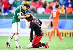 29.06.2014, Castelao, Fortaleza, BRA, FIFA WM, Niederlande vs Mexico, Achtelfinale, im Bild Hector Moreno (Mexiko) und Guillermo Ochoa (Mexiko) // during last sixteen match between Netherlands and Mexico of the FIFA Worldcup Brazil 2014 at the Castelao in Fortaleza, Brazil on 2014/06/29. EXPA Pictures © 2014, PhotoCredit: EXPA/ fotogloria/ Best Photo Agency<br /> <br /> *****ATTENTION - for AUT, FRA, POL, SLO, CRO, SRB, BIH, MAZ only*****