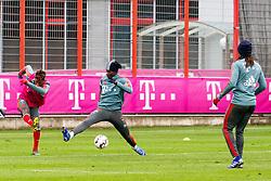 14.03.2019, Säbener Strasse, Muenchen, GER, 1. FBL, FC Bayern Muenchen vs 1. FSV Mainz 05, Training, im Bild v.l. Kingsley Coman (FC Bayern), Alphonso Davies (FC Bayern), Renato Sanches (FC Bayern) // during a trainings session before the German Bundesliga 26th round match between FC Bayern Muenchen and 1. FSV Mainz 05 at the Säbener Strasse in Muenchen, Germany on 2019/03/14. EXPA Pictures © 2019, PhotoCredit: EXPA/ Lukas Huter
