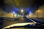 Nederland, Roermond, 22-4-2008..De Roertunnel in de A73 die onder Roermond loopt. Vanwege de laatste werkzaamheden voor de veiligheidssystemen gaat de tunnel tot oktober dicht in de weekends. Ondernemers hebben via de rechter bezwaar gemaakt tegen deze lange periode omdat zij bang zijn veel klanten te missen , met name de designer outlet en het retail center. Veel vertraging ontstond al door aanvullende wetgeving over tunnelveiligheid die in de eindfase alsnog aangebracht moesten worden...Foto: Flip Franssen
