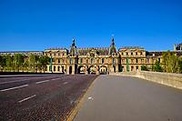 France, Paris (75), pont du Carousel et musée du Louvre durant le confinement du Covid 19 // France, Paris, Louvre museum and Carousel bridge during the lockdown of Covid 19