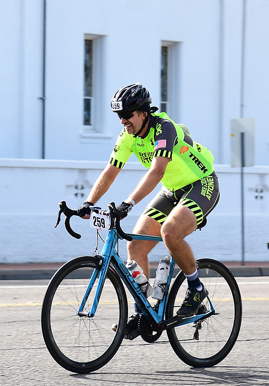 El Tour de Tucson 2019 finisher rounding the race's final corner at 22nd Street and 6th Avenue. Bike-tography by Martha Retallick.