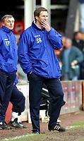 Photo: Dave Linney.<br />Walsall v Blackpool. Coca Cola League 1. 31/12/2005.<br />Simon Grayson(Blackpool Mgr) looks in a pensive mood.