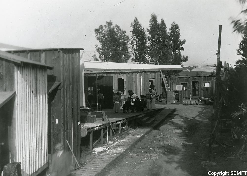 1915 Fine Arts Studios