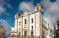Igreja de Santo Antao, on Praça de Giraldo, the large main square in Évora, Alentejo, Portugal (March 2016). The historic centre of Évora is a UNESCO World Heritage Site © Rudolf Abraham