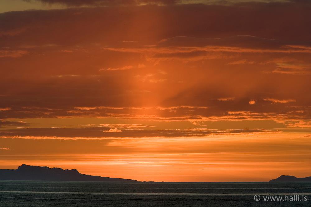 Sólsetur á kyrrlátu kvöldi í Reykjavík / Sunset in Reykjavik, quiet evening