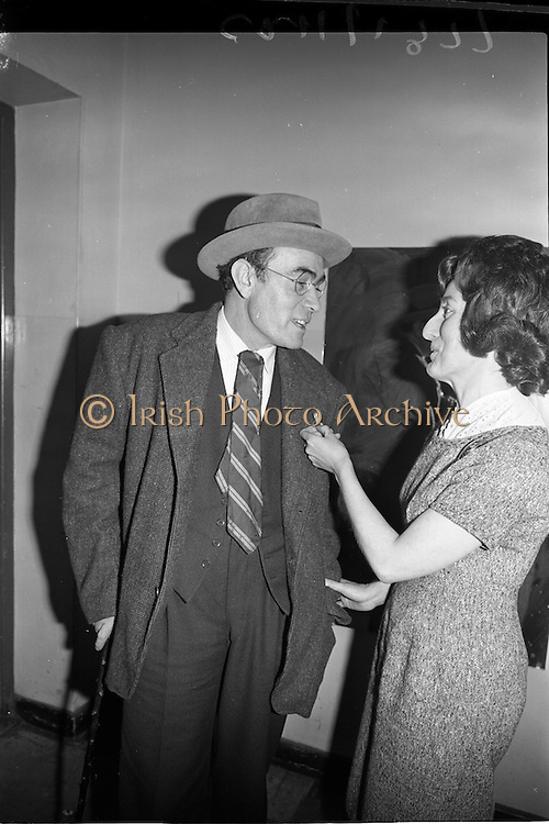 """17/01/1963<br /> 01/17/1963<br /> 17 January 1963<br /> Fleadh Ceoil an Radio recorded. Radio Eireann recently introduced a new series of programmes """"Fleadh Ceoil an Radio"""" in which the principal feature was sponsored ballad singing competition for singers who won premier awards at a Fleadh Ceoil Feis Ceoil an Oireachtas. Programmes were recorded in St. Francis Xavier Hall, Dublin. Picture shows Seanchai Eamonn Kelly of Kerry chatting with popular ballad singer Theresa Clifford (Belfast) before the show."""