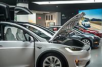 Tesla Motors Bellevue, Lincoln Square,