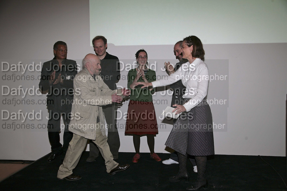 GUSTAV METZGER GREETED BY OTHER PRIZEWINNERS,, PRIZEWINNERS, HORACE OVE, GERARD BYRNE, OLIVIA PLENDER,  GARETH JONES, JANES HAMLYN ON RIGHT. THE PAUL HAMLYN FOUNDATION AWARDS FOR VISUAL ARTS 2006. Royal Academy. London. 9 November 2006. ONE TIME USE ONLY - DO NOT ARCHIVE  © Copyright Photograph by Dafydd Jones 66 Stockwell Park Rd. London SW9 0DA Tel 020 7733 0108 www.dafjones.com