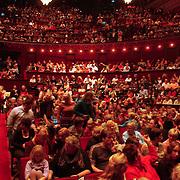 NLD/Amsterdam/20051018 - CD presentatie msucial Annie door Paul de Leeuw verkleed als Annie de Rooij, volle zaal theater Carre