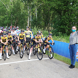WIJSTER (NED) June 19: <br /> CYCLING <br /> Dutch Nationals Road WOMEN up and around the Col du VAM<br /> Burgemeester Mieke Damstra schiet de rensters weg voor het NK
