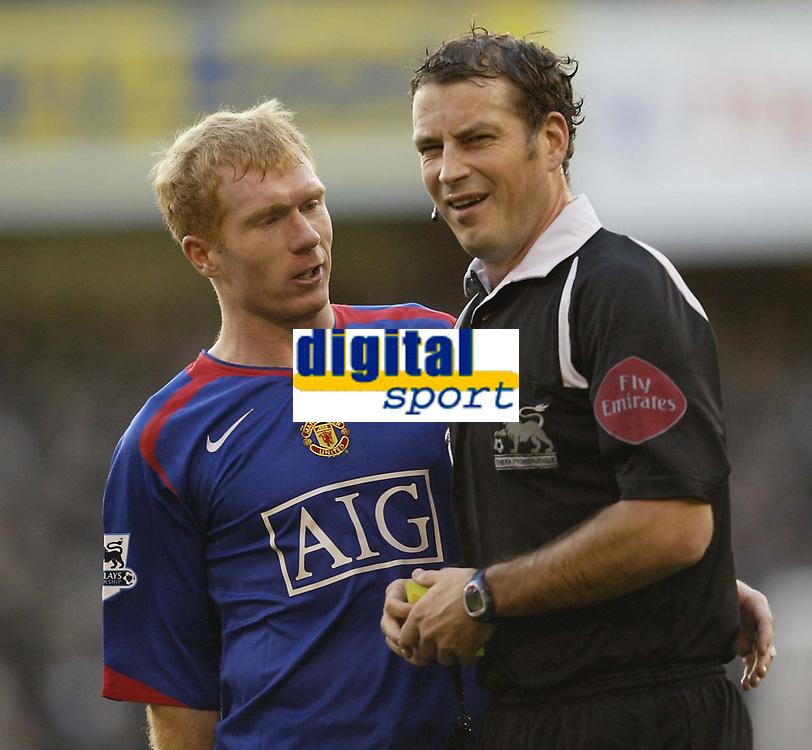 Photo: Aidan Ellis.<br /> Sheffield United v Manchester United. The Barclays Premiership. 18/11/2006.<br /> Manchester's Paul Scholes moans at referee Mark Clattenburg