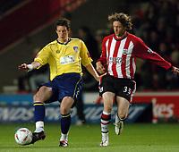 Fotball<br /> Foto: SBI/Digitalsport<br /> NORWAY ONLY<br /> <br /> Southampton v Colchester United<br /> Carling Cup.<br /> <br /> Greg Halford of Colchester battles withMikael Nilsson of Saints.