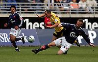 Fotball, Tippeligaen, <br />Viking Stadion, 24/04-2005, Viking - Lillestrøm,<br />Michael Mifsund felles av Frode Hagen, noe som burde resultert i straffe,<br />Foto: Sigbjørn Andreas Hofsmo, Digitalsport