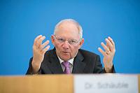 DEU, Deutschland, Germany, Berlin, 15.03.2017: Bundesfinanzminister Dr. Wolfgang Schäuble (CDU) in der Bundespressekonferenz zum Thema  Eckwerte des Bundeshaushalts 2017.