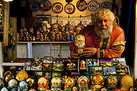 Rusia. Moscú.<br /> Vladimir Kazlov, artesano vendedor de Matrioskas en Arbat Street. .<br /> <br /> © JOAN COSTA