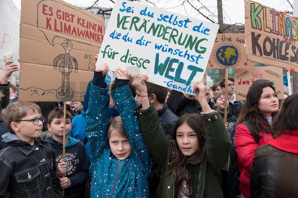 """22 MAR 2019, BERLIN/GERMANY:<br /> Kinder, Schueler und Jugendliche demonstrieren bei einer Demo """"Fridays for Future"""" fuer mehr Klimaschutz, Invalidenpark<br /> IMAGE: 20190322-01-075<br /> KEYWORDS: Demonstration, Protest, portester, Youth, Clima, climate change, Demonstranten, Klimarettung, Demo, Schulstreik, Streik, Schüler, Klimawandel."""