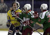 Ishockey<br /> GET-Ligaen<br /> 08.01.08<br /> Askerhallen<br /> Frisk Asker - Storhamar<br /> Slåsskamp etter kampen - Her Nathan Martz og Cam Abbott<br /> Foto - Kasper Wikestad