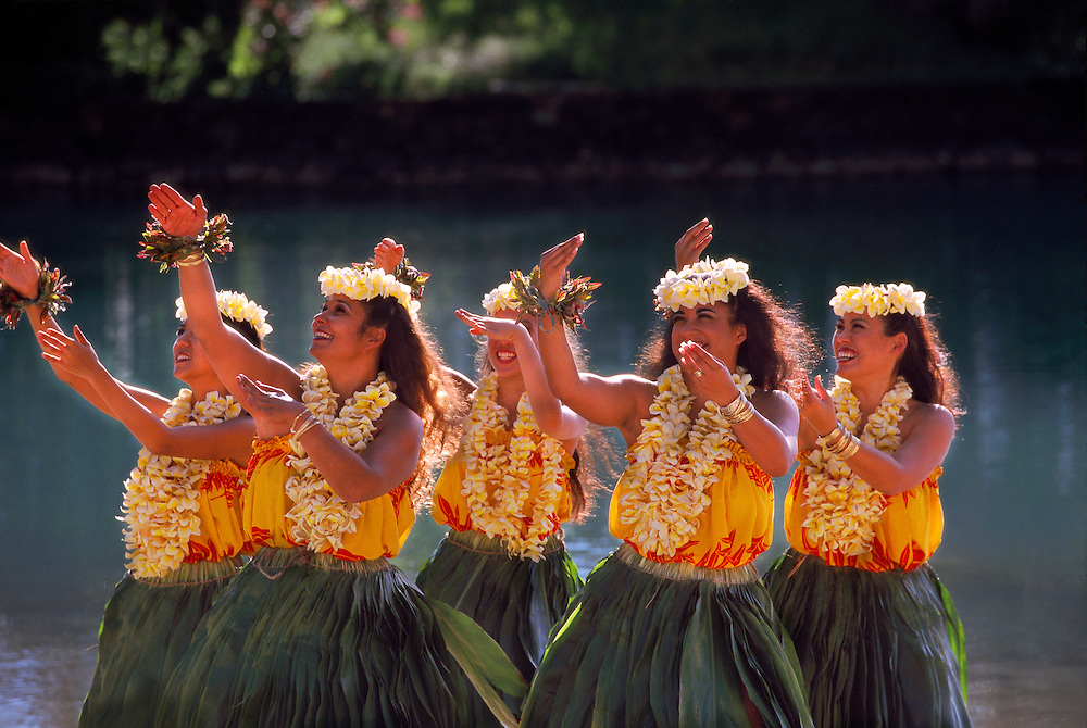 Hula dancers, Waikiki, Honolulu, Hawaii USA