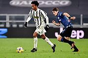Foto Marco Alpozzi/LaPresse <br /> 16 Dicembre 2020 Torino, Italia <br /> sport calcio <br /> Juventus Vs Atalanta - Campionato di calcio Serie A TIM 2020/2021 - Allianz Stadium<br /> Nella foto:    Papu Gomez (Atalanta B.C.); Rodrigo Bentancur (Juventus F.C.);<br /> <br /> <br /> Photo Marco Alpozzi/LaPresse <br /> December 16, 2020 Turin, Italy <br /> sport soccer <br /> Juventus Vs Atalanta - Italian Football Championship League A TIM 2020/2021 - Allianz Stadium<br /> In the pic:    Papu Gomez (Atalanta B.C.); Rodrigo Bentancur (Juventus F.C.);