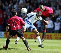 Fotball<br /> England 2004/2005<br /> Foto: SBI/Digitalsport<br /> NORWAY ONLY<br /> <br /> Bury v Swansea City, Gigg Lane Stadium, Bury. <br /> Coca Cola League Two, 07/05/2005. <br /> <br /> Rickey Shakes and Kevin Austin